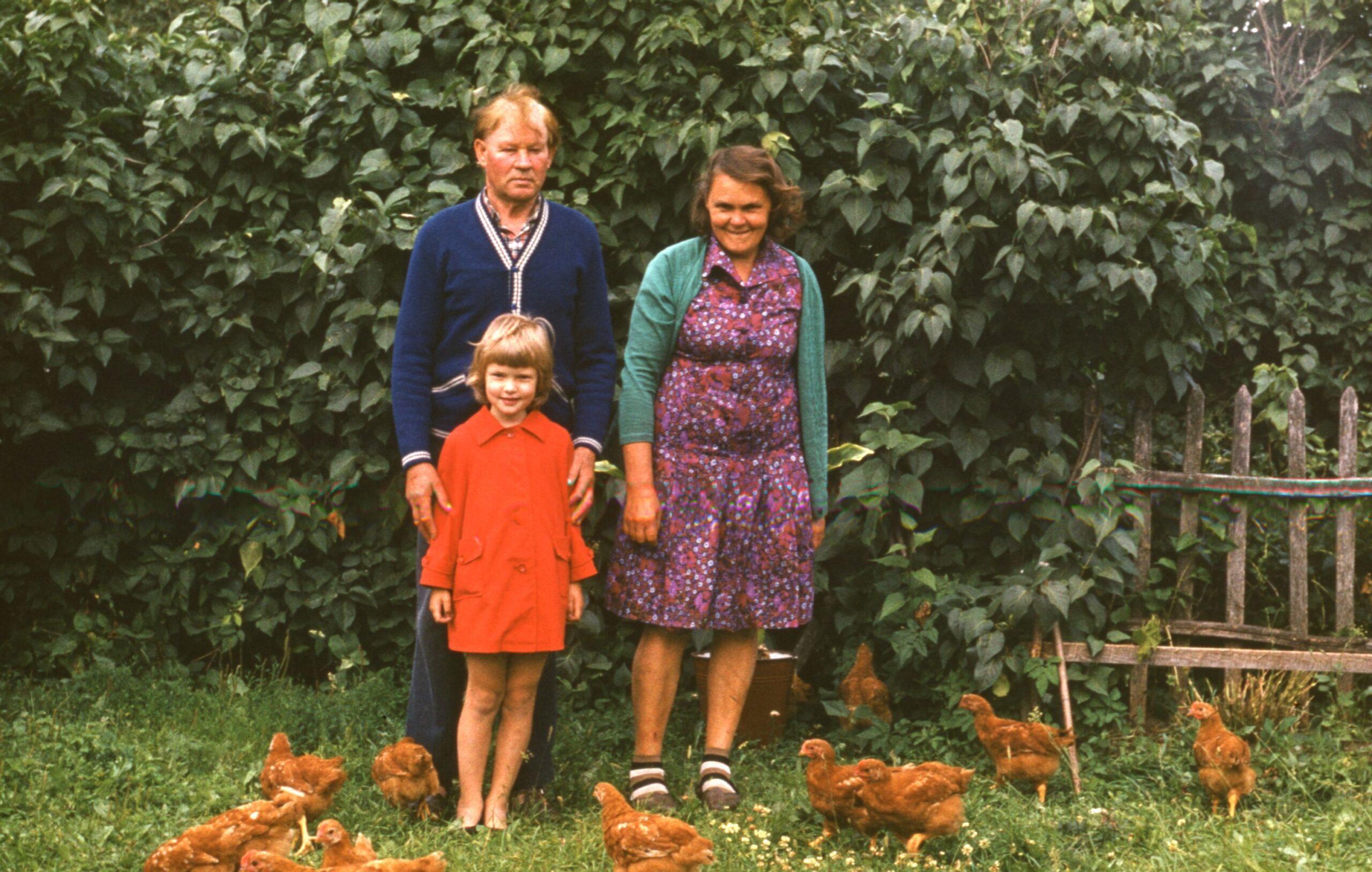Koos vanaema ja vanaisaga Saarekülas, Foto: Erakogu
