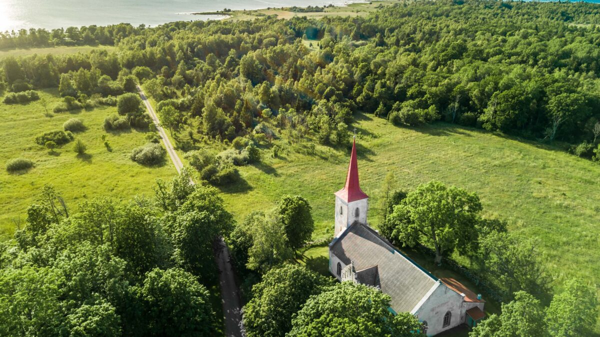 ISLANDS INTERLACED WITH CHURCHES