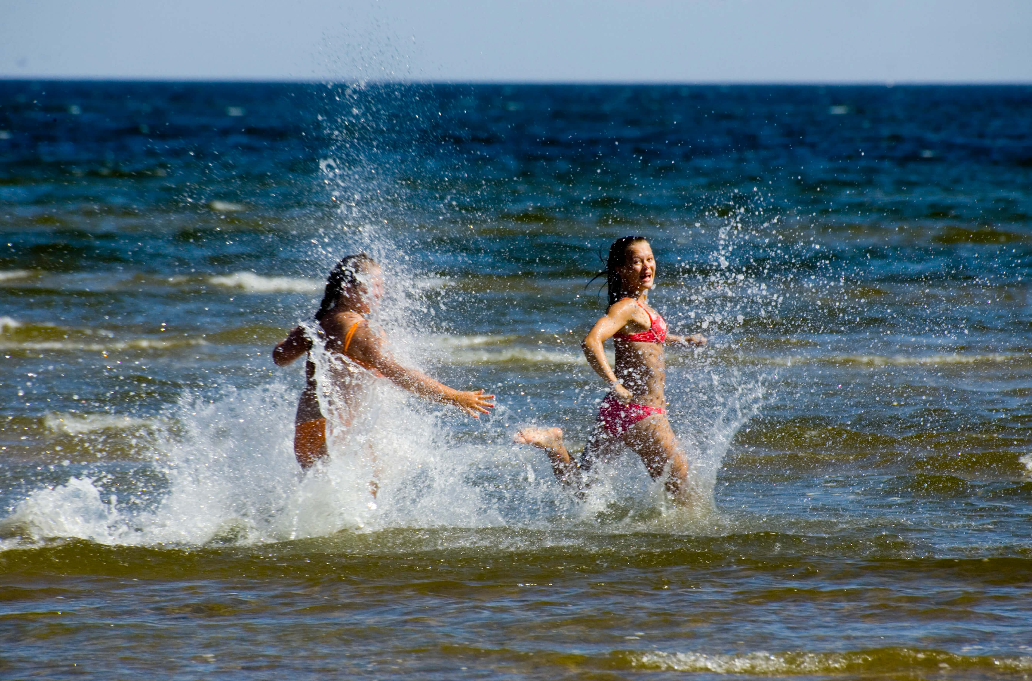 Saaremaa rannad on populaarsed paigad rannapuhkuseks, pillt tehtud Mändjala rannas.