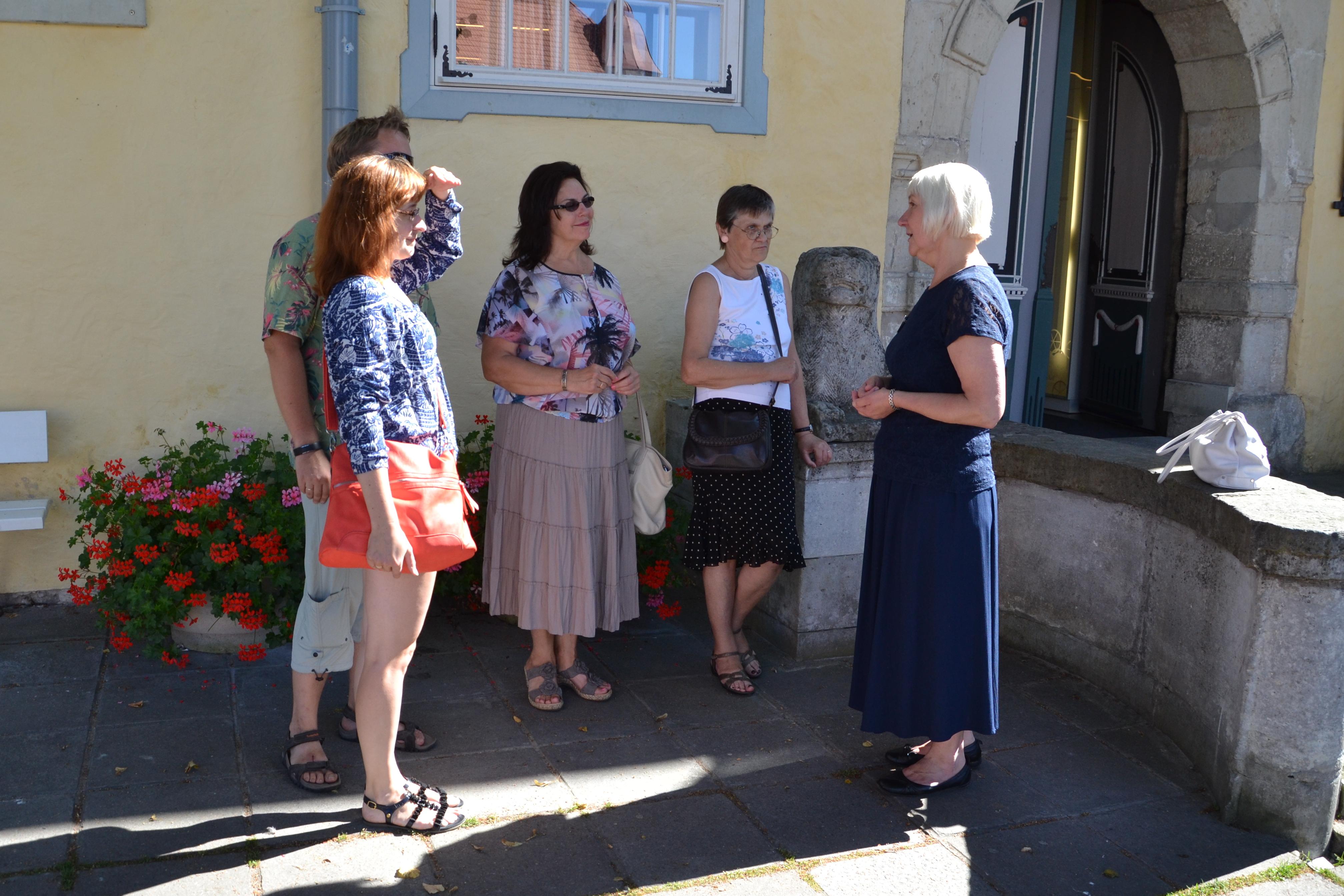 Saaremaa giidid viivad külalised korra nädalas tasuta linnaekskursioonidele
