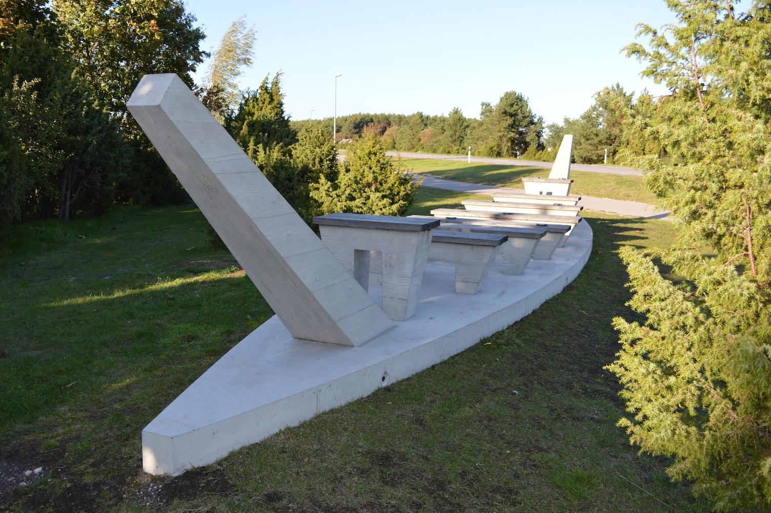 Salme laevade leiupaiga monument Salmel