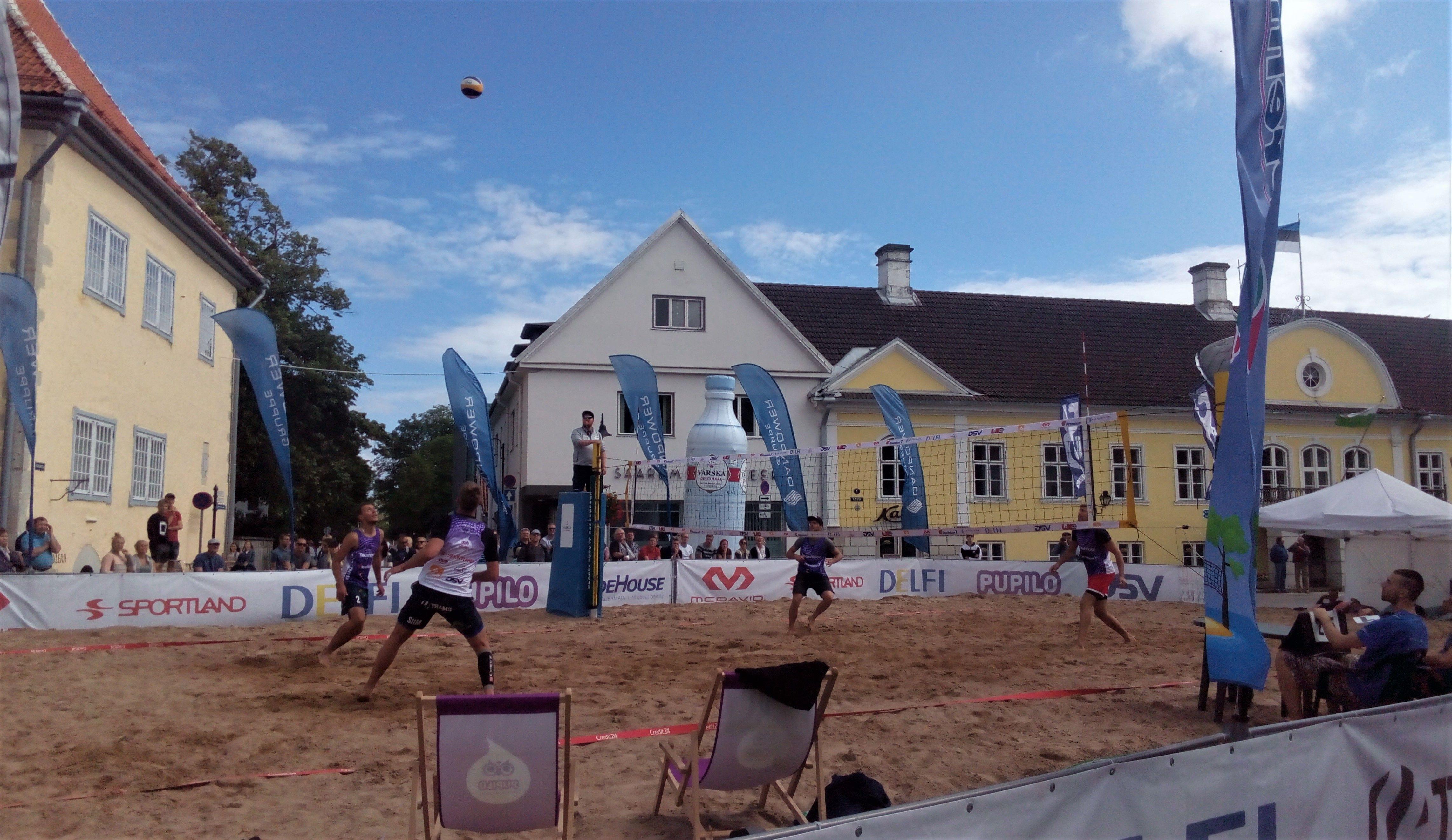 Rannavõrkpalli mängitakse Kurrssaare kesklinnas liival