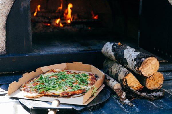 Saaremaakera puuküttega ahju pizzad