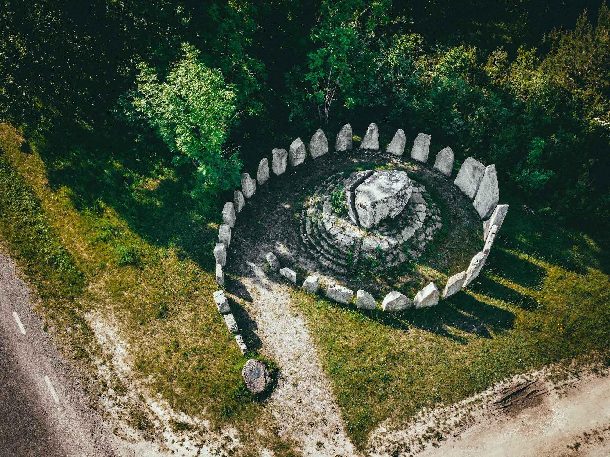 Blesta kivid on Saaremaa Stonehenge