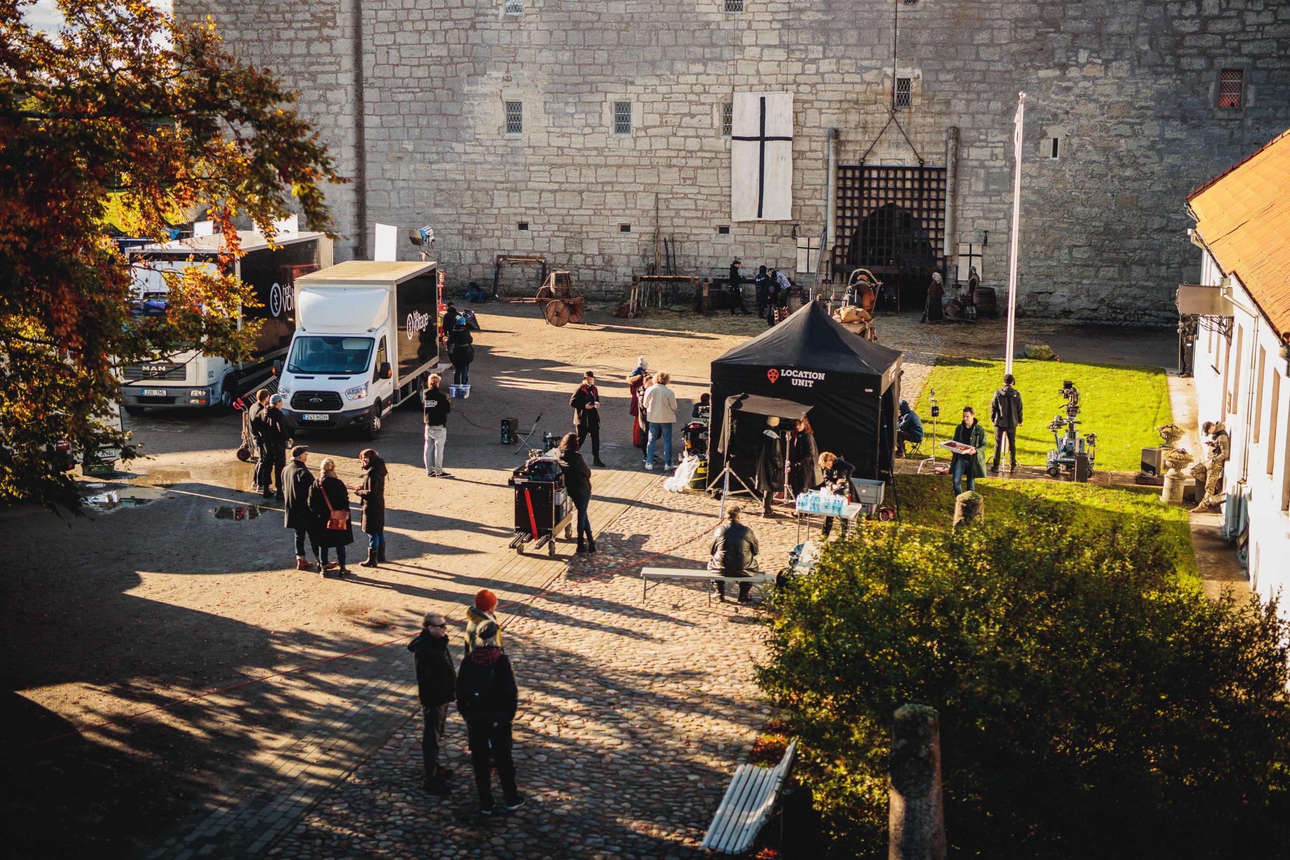 Apteeker Melchiori võtted Kuressaare lossi hoovis. Kõige uuem Saaremaa tehtud film.