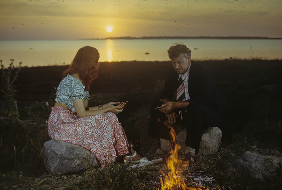 """Päikeseloojang filmist """"Siin me oleme"""". Saaremaa tehtud filmidest on see üks populaarsemaid."""
