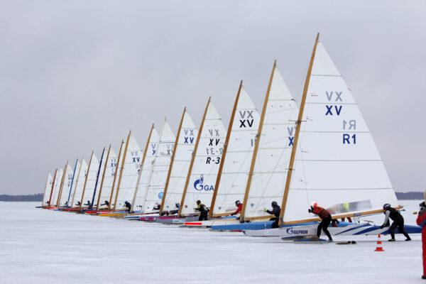 Jääpurjetamise on tore talvine tegevus, mida Saaremaal talvel teha.
