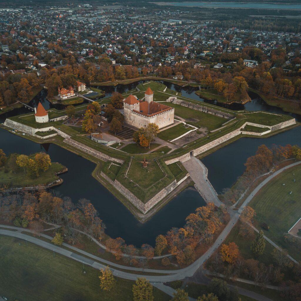 """Saaremaa viikingiaastal avatakse näitus """"Viikingid enne viikingeid"""" Kuressaare lossis"""