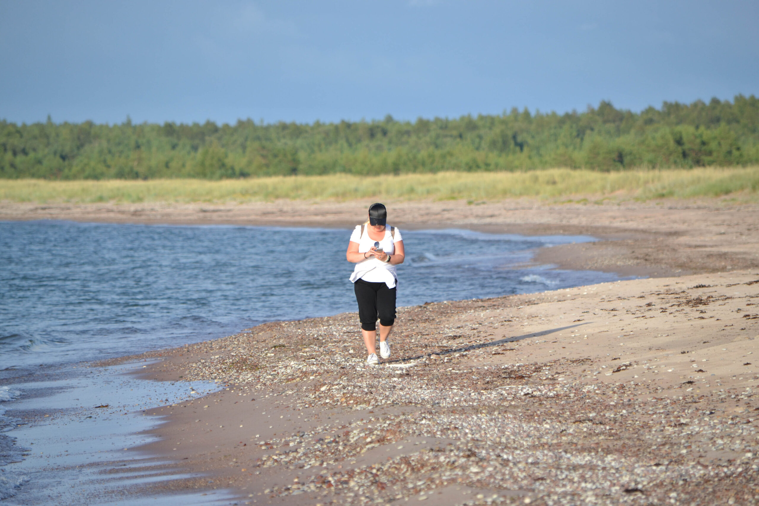 Saaremaal on turvaline omaette mererannal jalutada