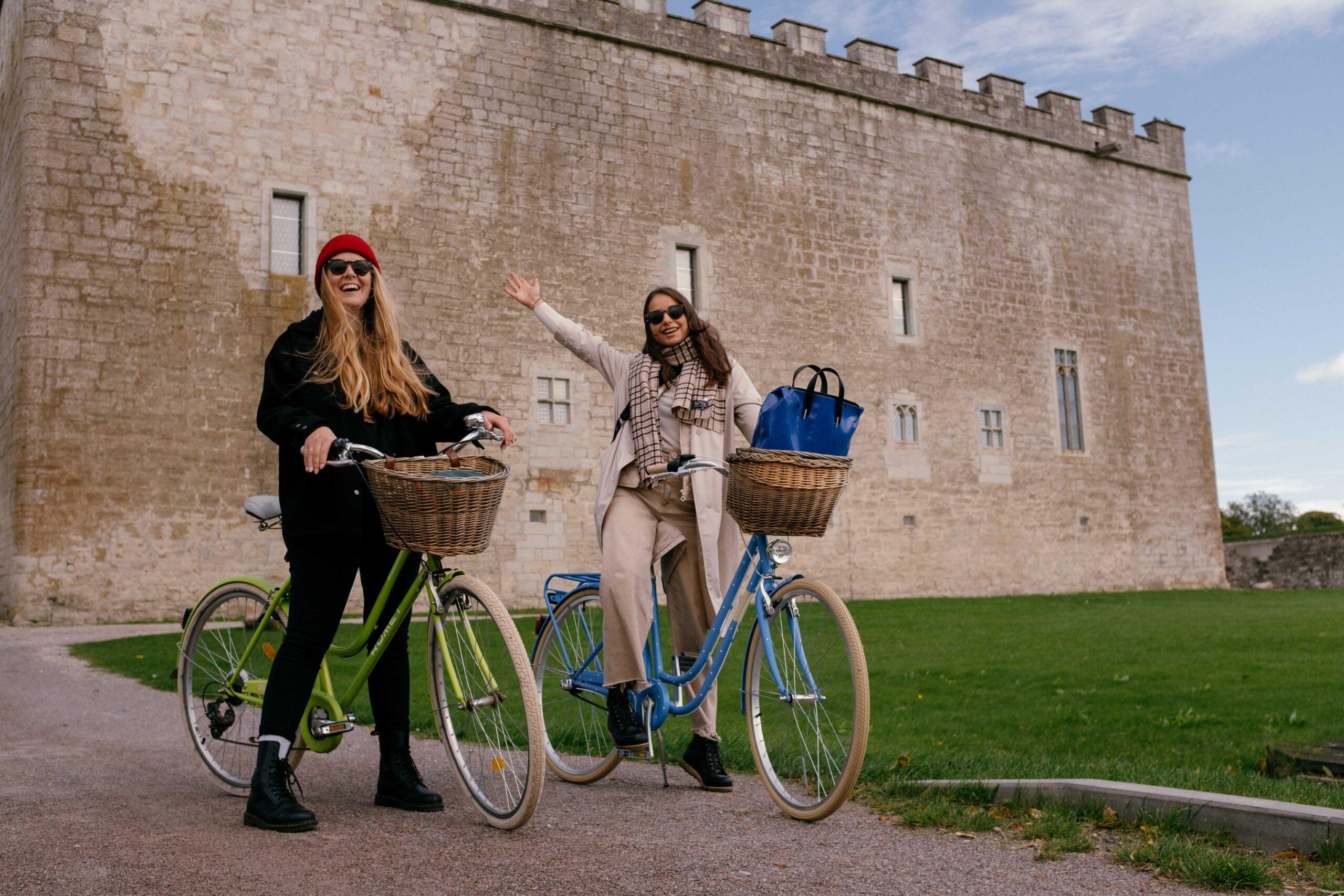 Kui oled Kuressaarde lennanud, on linna tore avastada jalgrattaga